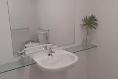 Toaletes (Masc. e Fem.) para Portadores com Necessidades Especiais.