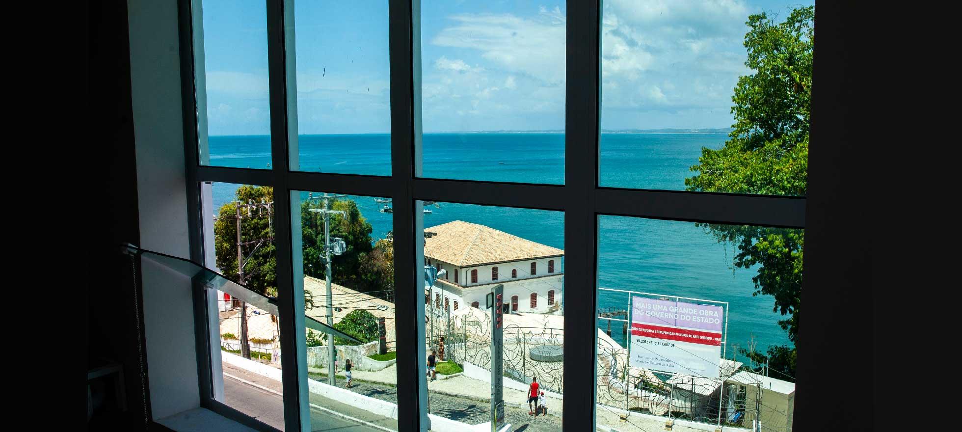 Aproveite uma das belas vistas de Salvador.